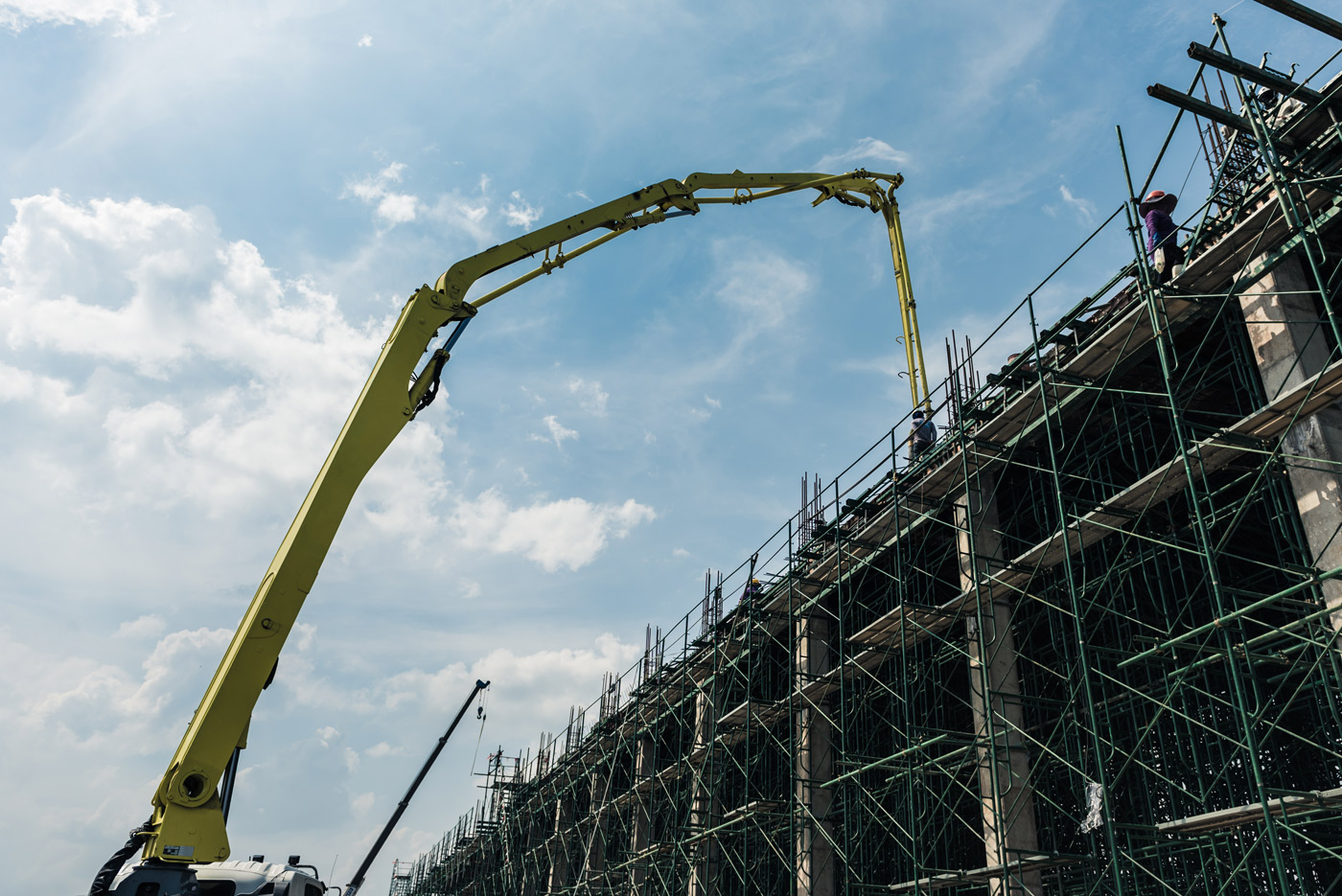 Concrete pump guides - choosing ground line or boom pumps for the job